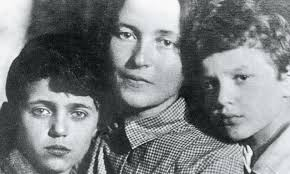 Delio, Giulia e Giuliano, 1933